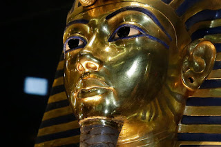 The gold mask of King Tutankhamun is seen in its glass case during a press tour on Saturday, Jan. 24, 2015. (Photo: AP /Hassan Ammar, File)