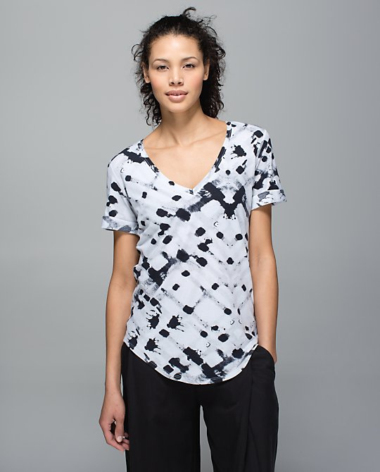 lululemon-ghost-weave-love-tee