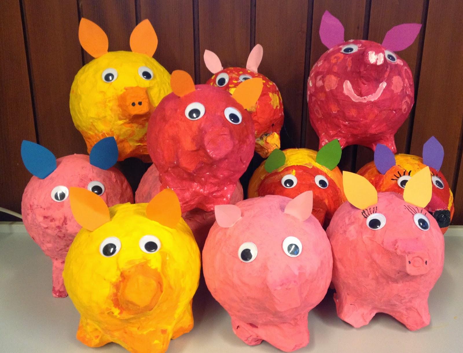 klassenkunst: sparschweine aus pappmaché