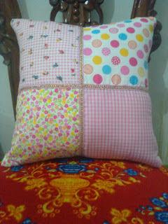 sarung bantal sofa dari kain perca