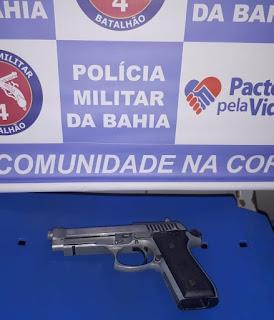 Dupla é presa com arma e moto roubada em Alagoinhas