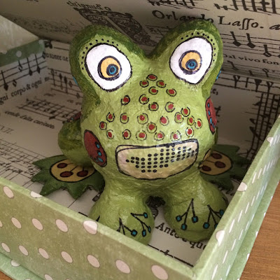 An amazing frog sculpture from Penny Nuttall