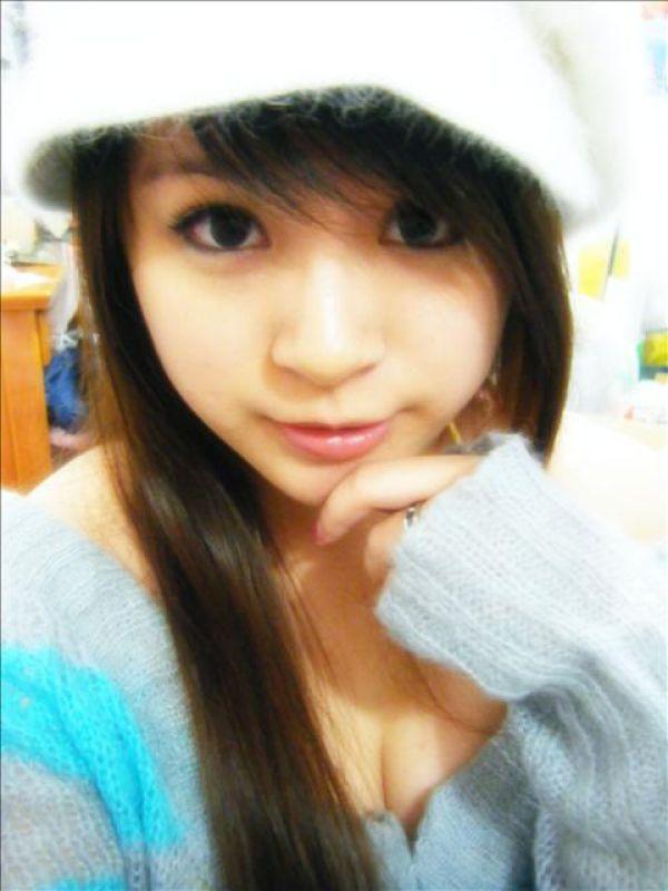 Taiwanese Girl: Lonely Teen Self Photo