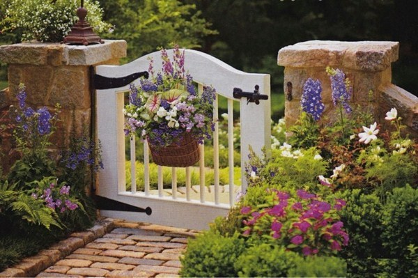 BuildA Small Garden Gate Itself