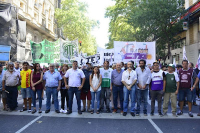 Masiva marcha de trabajadores porteños judiciales, estatales, docentes y del subte, junto a movimientos sociales