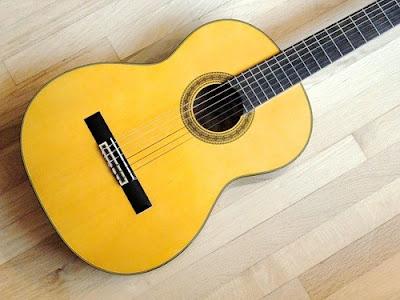 Cây đàn guitar classic có đệm hát được hay không
