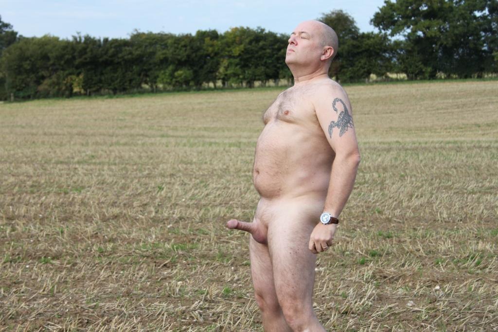 Chubby hung naked men — img 10
