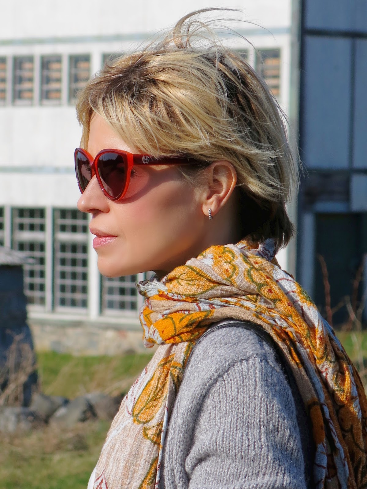 floral Zara scarf and House of Harlow 1960 sunglasses