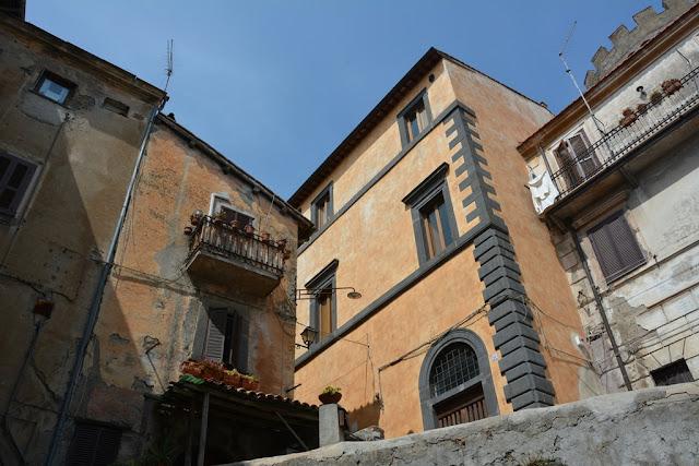 Bracciano houses