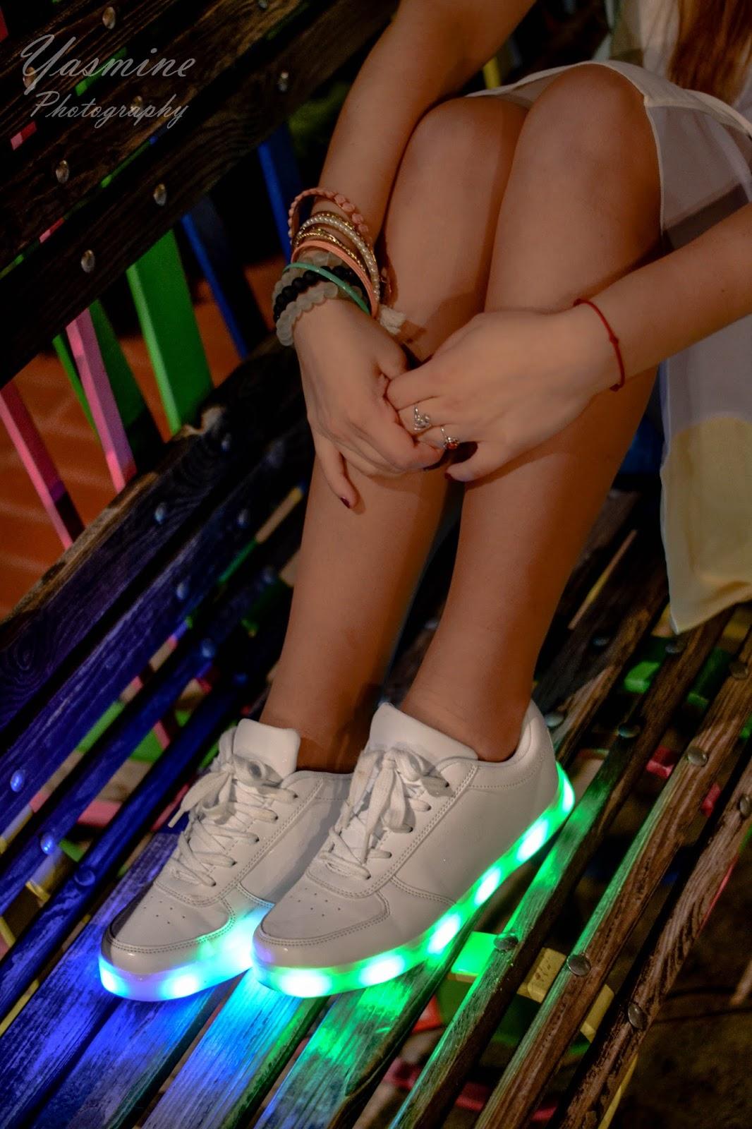 stylizacje festiwalowe ze smeakersami sneakersy disco light renee recenzja melodylaniella lookbook fashion buty