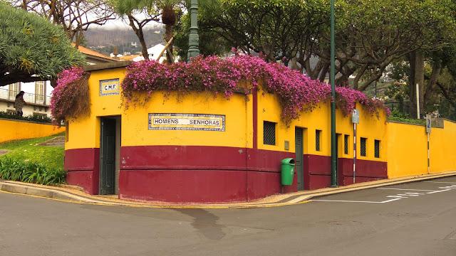 beautiful corner at Rua da Infância and the Praça de Tenerife