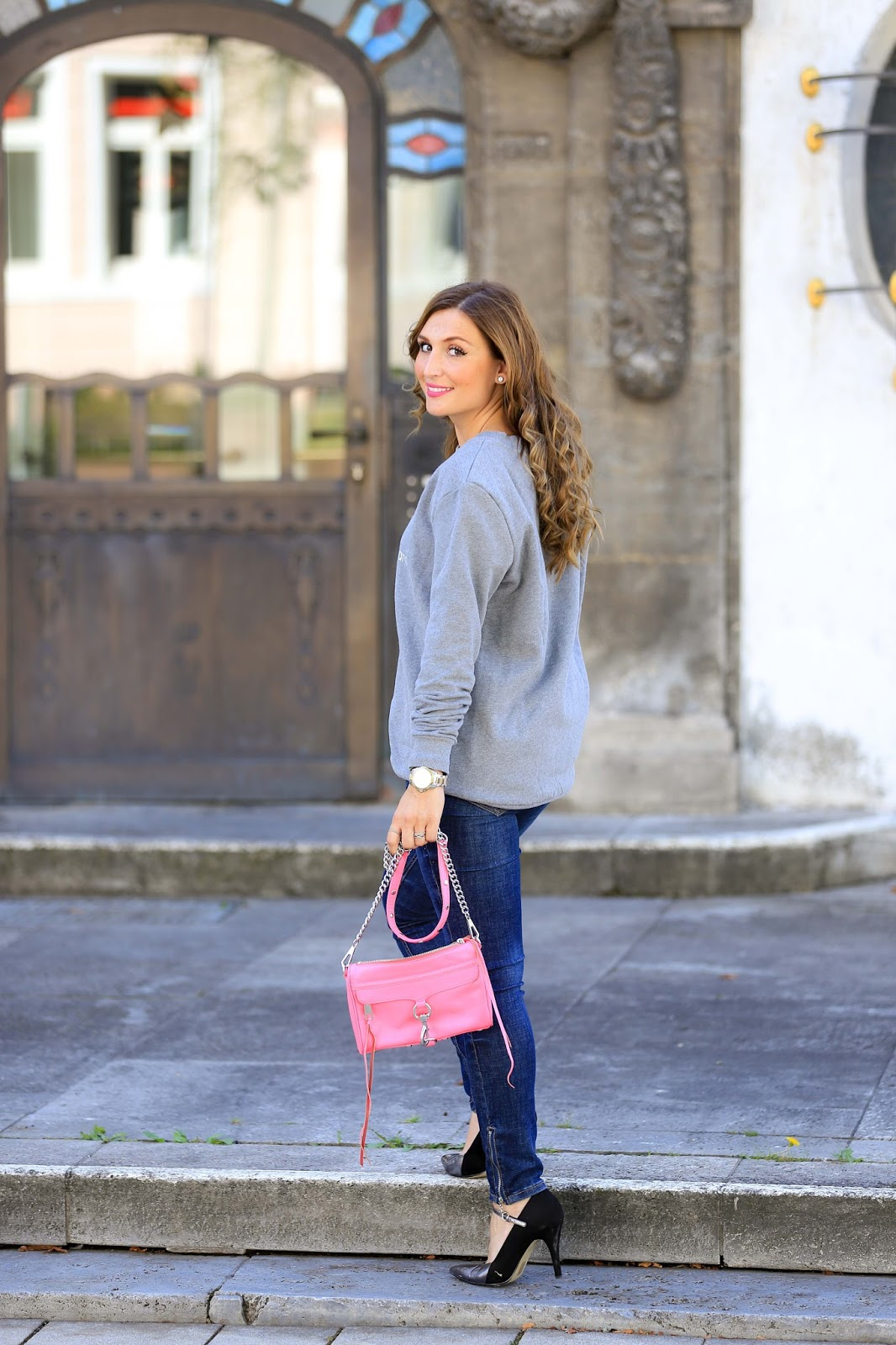 About You-You and your Idol-Blogger-About You Blogger -Blogwalk-CK Pullover-grauer Pullover-pinke Tasche-Stella Mc Cartney Tasche-silberne Schuhe-Casual Streetstyle-Fashionstylebyjohanna-Blogger-