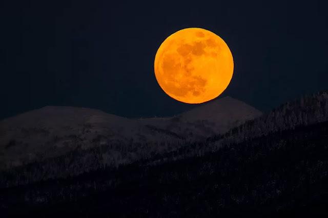 Eclipse Lunar Total de 31 de janeiro de 2018 - Yuzhno-Sakhalinsk, leste da Rússia, Sergei Krasnoukhov