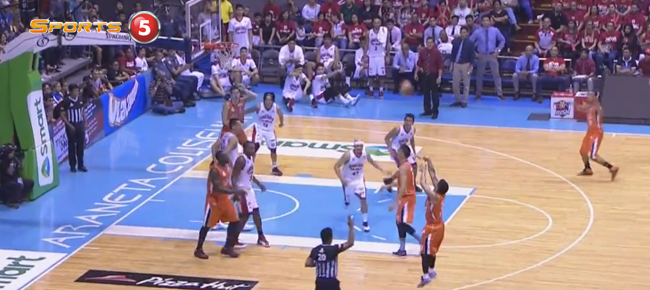 Jimmy Alapag Nails The Three And Makes PBA History (VIDEO)