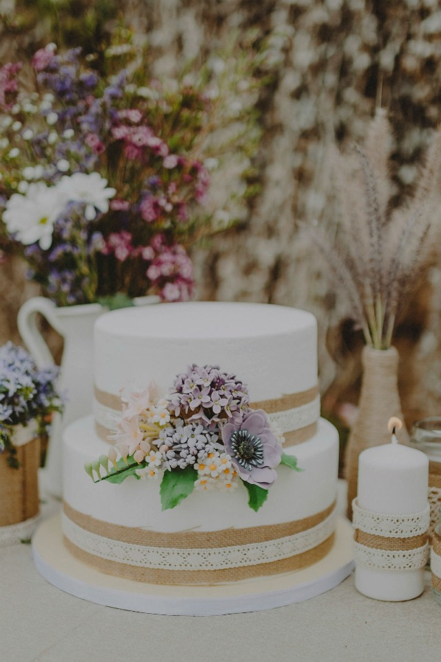 tarta de boda con arpillera - boda rustica - Blog Mi Boda