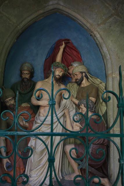 Way of the cross. Standing. Tenth. Rocamadour. France. Крестный путь. Стояния. Десятое. Рокамадур. Франция.