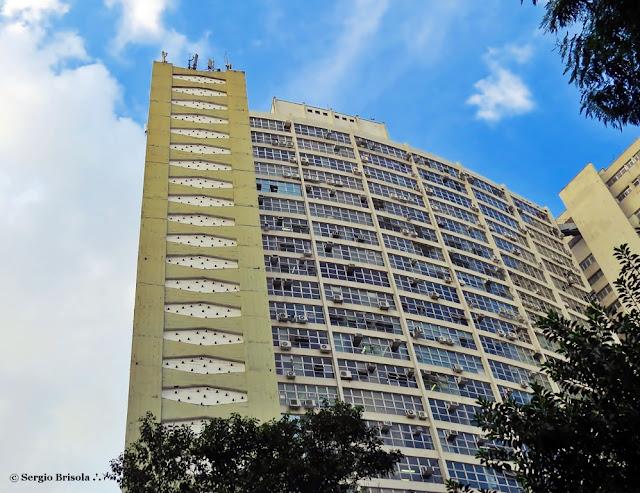 Vista ampla da lateral do Conjunto Zarvos - Edifício Ambassador - Centro - São Paulo