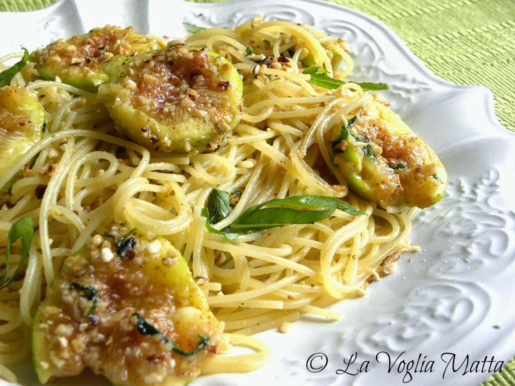 spaghetti ai fichi, nocciole e basilico