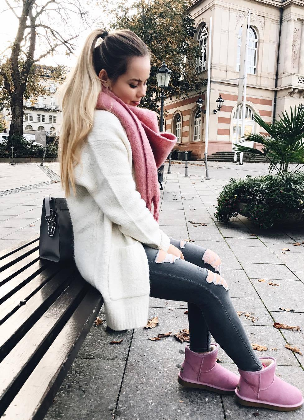 cozy outfit to this fall / pink scarf + white cardi + bag + skinnies + boots