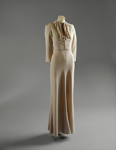 Simply cut long wedding gown designed by Mainbocher for Wallis Simpson marriage to Duke of Windsor displayed on dress stand