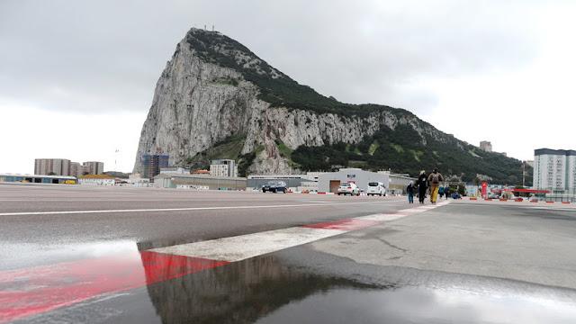 España y Reino Unido firman un acuerdo para frenar la evasión fiscal en Gibraltar