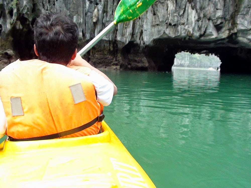 Halong Bay - Berkayak melalui Luon Cave