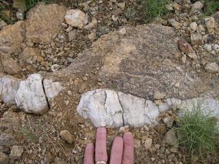 Veio de ouro no quartzo - Geologia do ouro, indicadores naturais de ouro