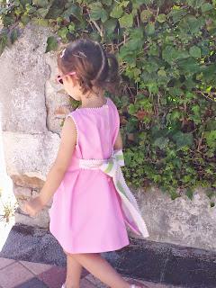Mediana-paseo-irse de casa-blog-niña-piqué-rosa-independiente