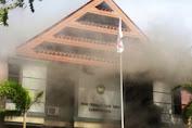 Massa Bentrok Pol PP, Kantor Wakil Rakyat Kab.Gowa Hangus Terbakar