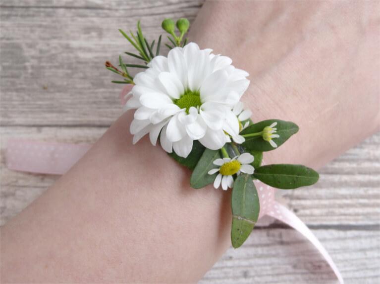 Steffi S Hochzeitsblog Diy Blumenarmbander