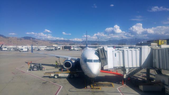 מטוס מחכה בשרוול