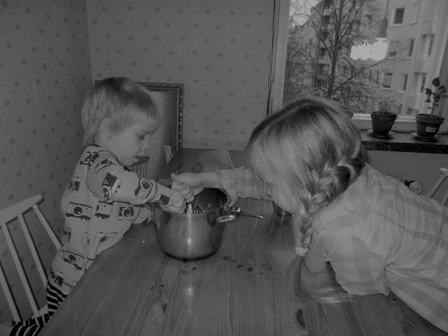 lapset leipoo