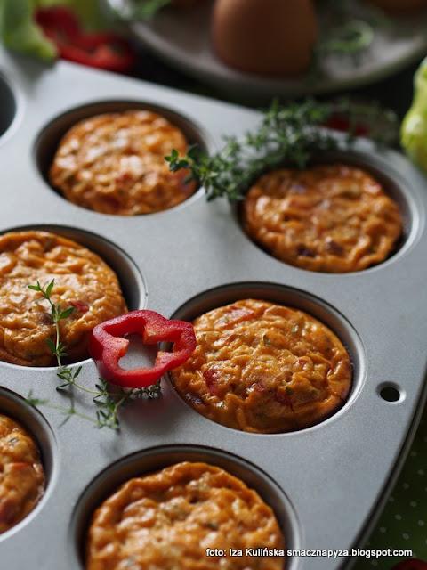 muffinki jajeczne z warzywami , mini tortille , zapiekanki jajeczno warzywne , jajka , warzywa , śniadanie , domowe jedzenie