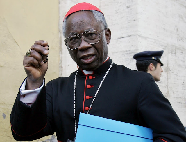 """Quem discute """"dança litúrgica"""" deveria usar seu tempo rezando o Rosário"""