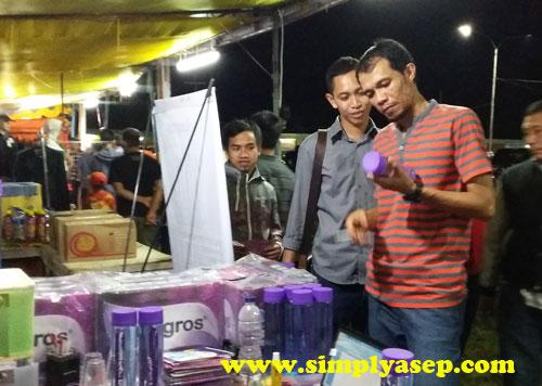RAMAI : Setelah resmi dibuka,  para tamu dan pengunjung langsung menyerbu stand stand pameran termasuk berkunjung ke stand Milagros kami   Foto Asep Haryono