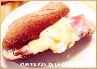 Bocata de bacon con huevo y queso
