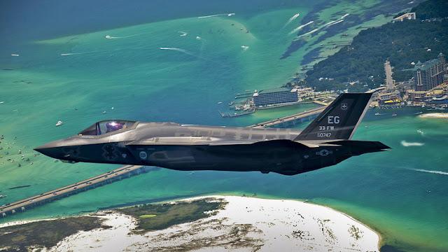 EE.UU. desea que cada buque de asalto anfibio traslade hasta 20 cazas F-35