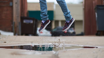 Wallpaper: Jumping in Puddle