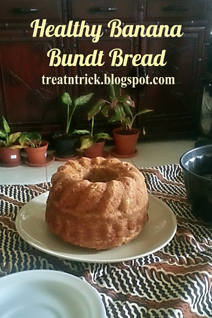 Healthy Banana Bundt Bread Recipe @ treatntrick.blogspot.com