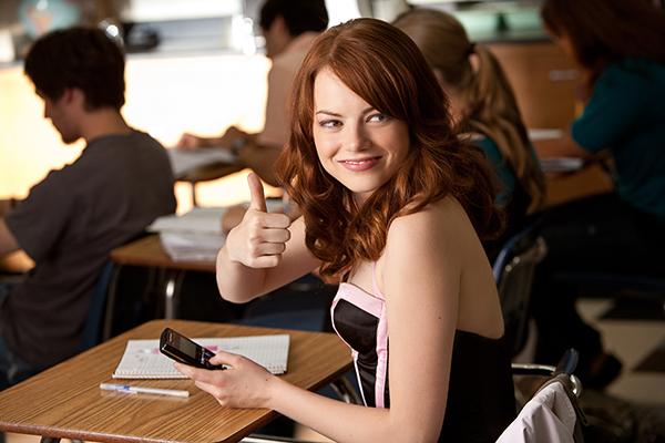 Emma Stone é Olive a Profissional da Mentira | A Mentira - 2010 | Blog #tas