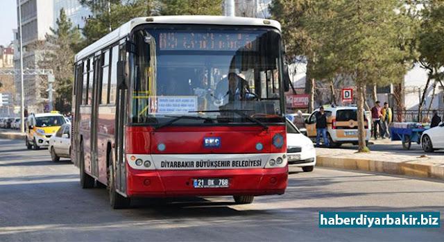 """DİYARBAKIR-Diyarbakır Büyükşehir Belediyesi Peygamber Sevdalıları Platformu tarafından Newroz Parkı Miting Alanı'nda gerçekleşecek olan """"Hak ve Adalet rehberi Hz. Muhammed (sav)"""" temalı Kutlu Doğum etkinliği münasebetiyle tüm şehir içi belediye otobüslerinden ulaşımı ücretsiz sağlıyor."""
