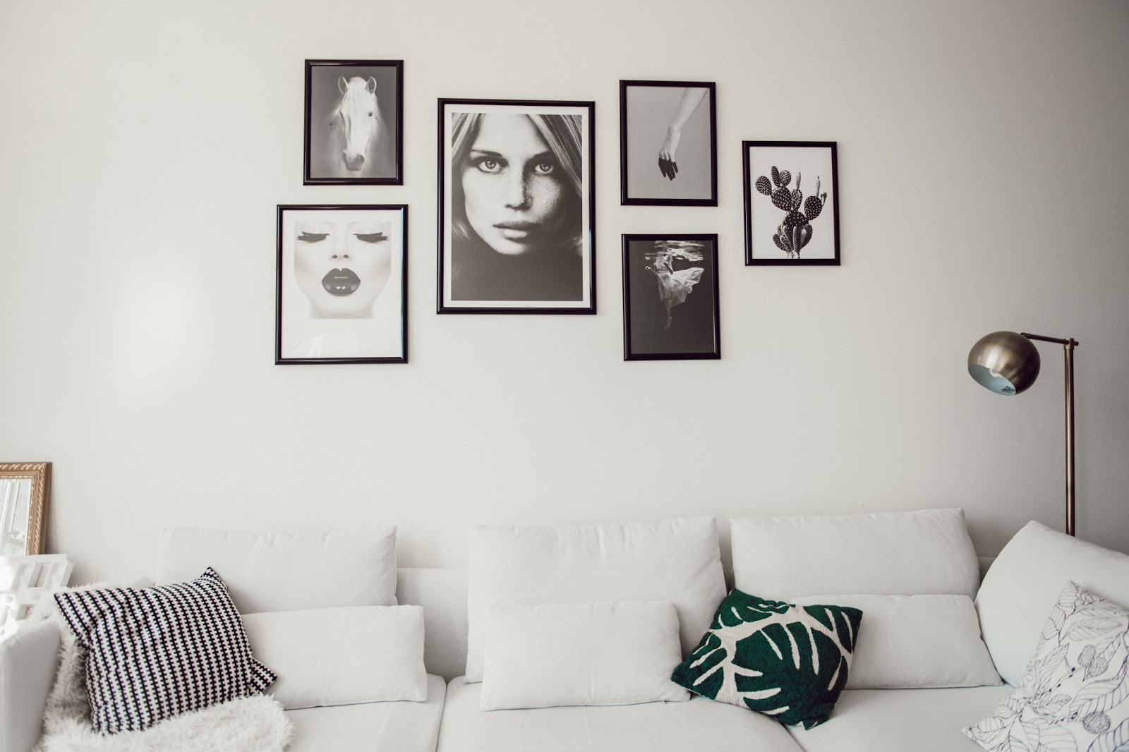 Modern Black and White Gallery Wall - @taylorwinkelmeyer
