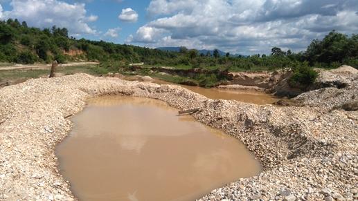 Gia Lai: Dân vây bắt cát tặc để... nhắc nhở chính quyền