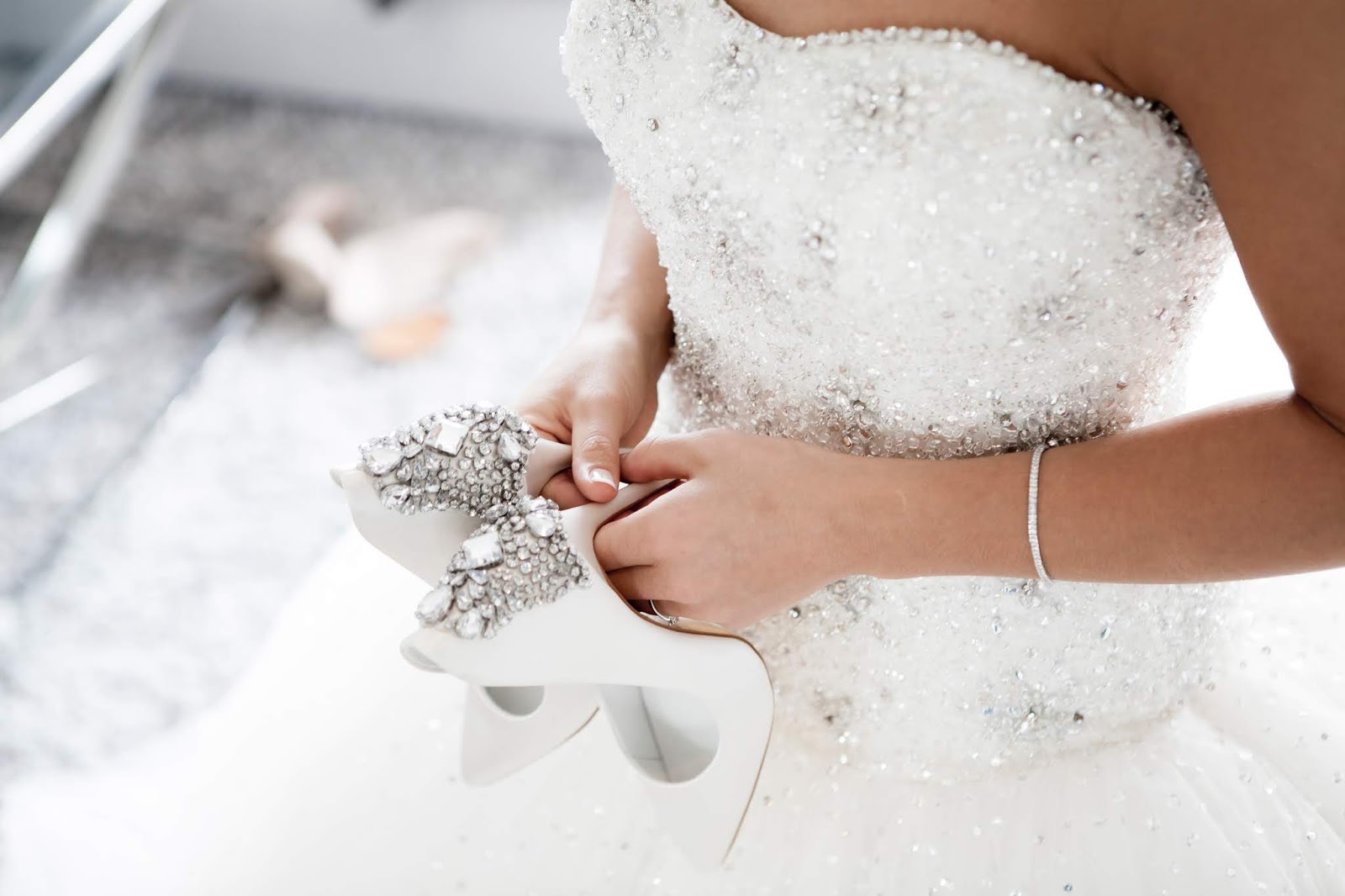 So you're going wedding dress shopping, 8 tips before you go wedding dress shopping for the first time