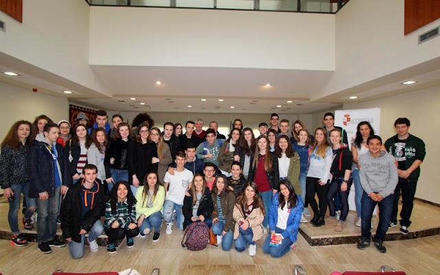Foto de familia del grupo de jovenes italianos de intercambio. IMAGEN COMUNICACION ILLESCAS