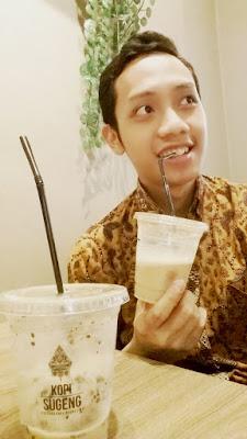 Blogger Eksis mencicipi Kopi Sugeng