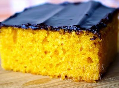 Com essas receita você vai fazer bolo de cenoura como o Edu Guedes ou a Ana Maria Braga.  São quatro receitas de bolo de cenoura fofinhos com cobertura de chocolate para a hora do lanche com família e amigos.