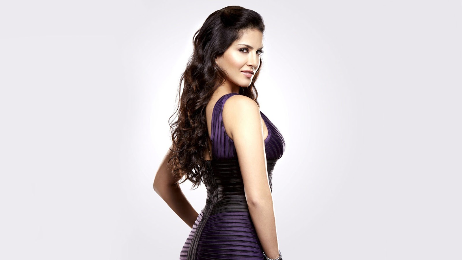 Bollywod Actress Sunny Leone Hot Hd Wallpaper Download -8378