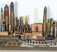 Çeşitli boylarda mermilerden oluşan top ve tüfek mühimmatları
