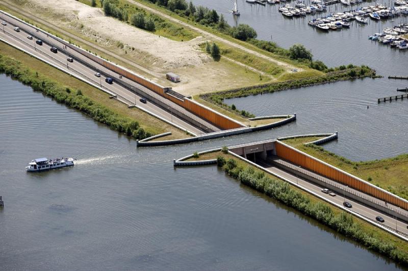 этой птицы водный мост в бельгии фото она работает